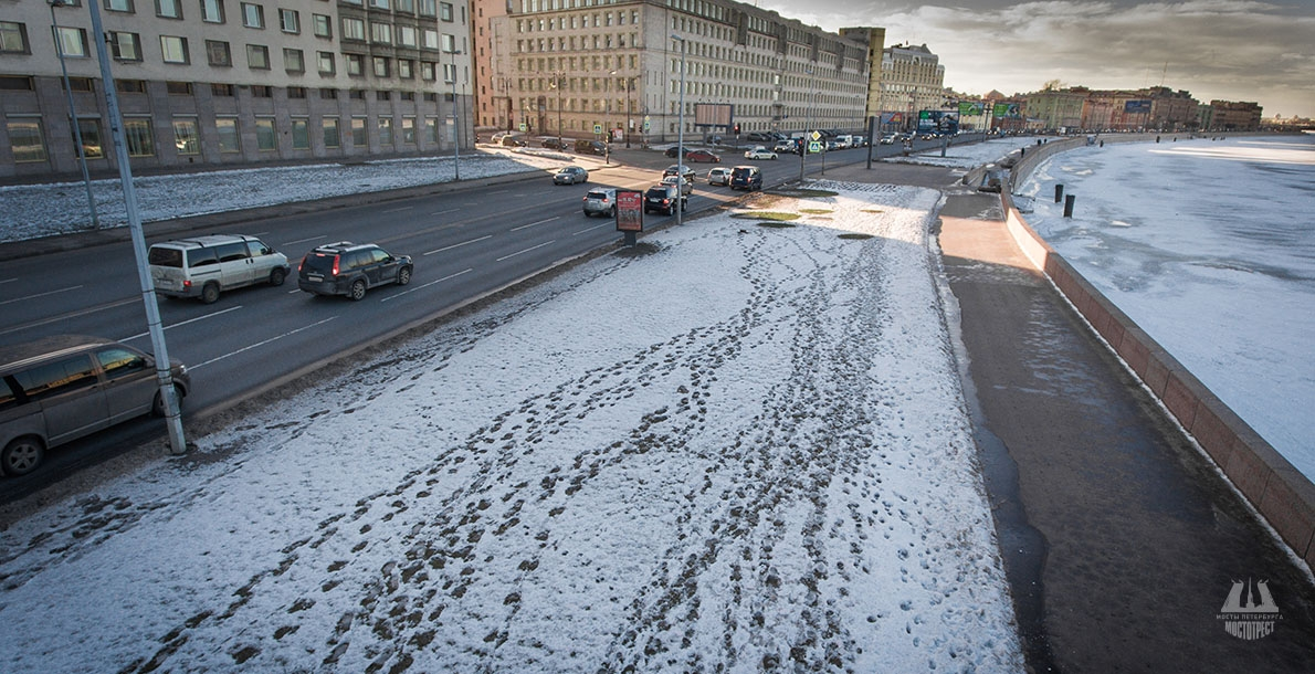 Voskresenskaya Embankment