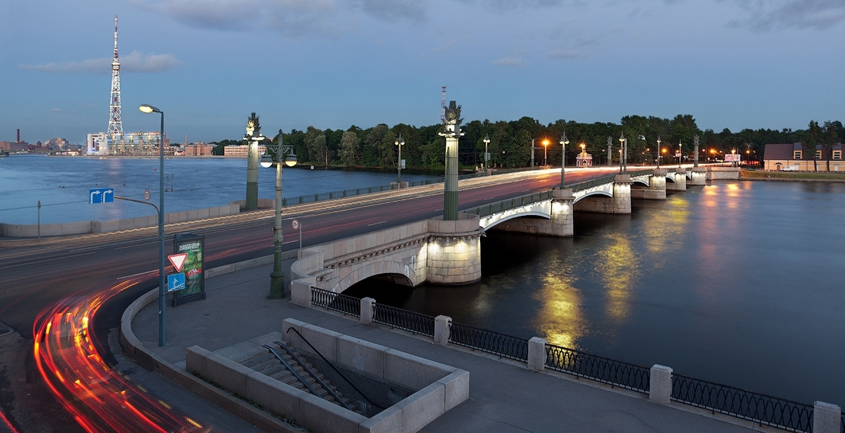 Ushakovsky Bridge