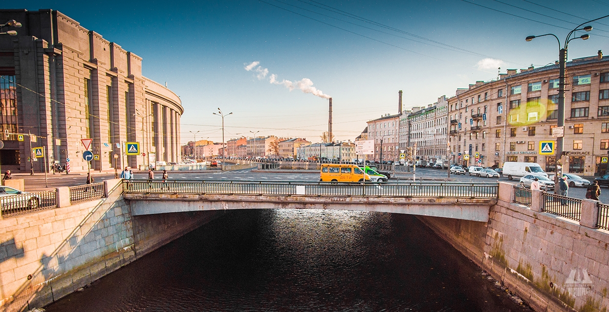 Novo-Moskovsky Bridge