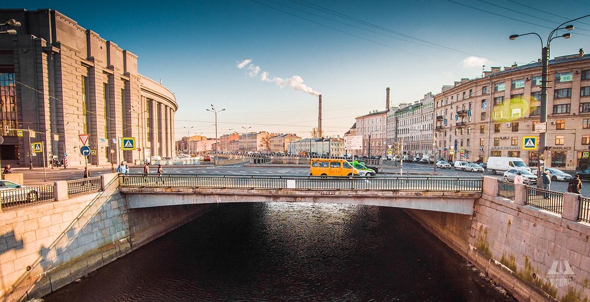 Novo-Moskovsky Bridge